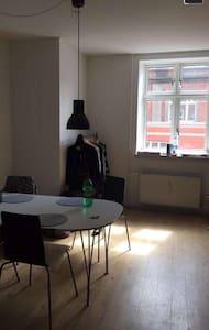Centralbeliggende lejlighed i Odense C