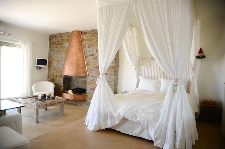 Suite Petra - Kea, Cyclades, Greece - Bed & Breakfast