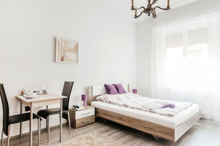 Happy central living at Deak square - Budapest - Apartment