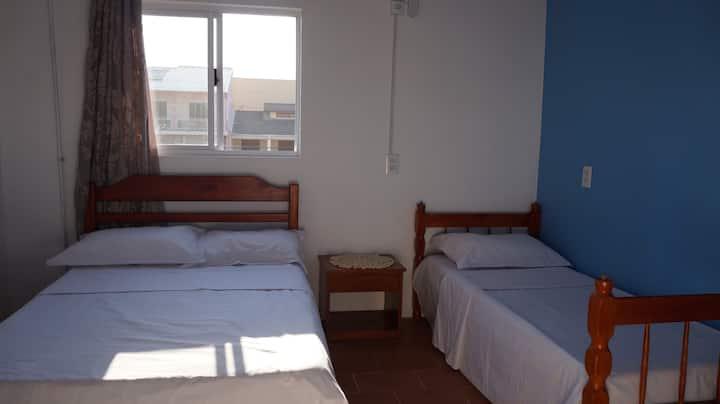 Pousada 22 ótimo quarto com vista para o mar!