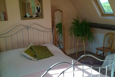 Double room in 18th century cottage - Beckington - Bed & Breakfast
