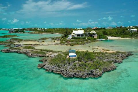 WhipSpray Villa, POOL, 2 private beaches, private!