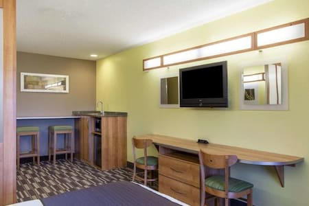 Welcoming Room Two Double Beds At Albany