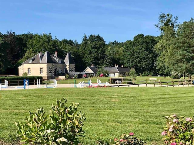 Maison de Campagne et jacuzzi dans cadre idyllique