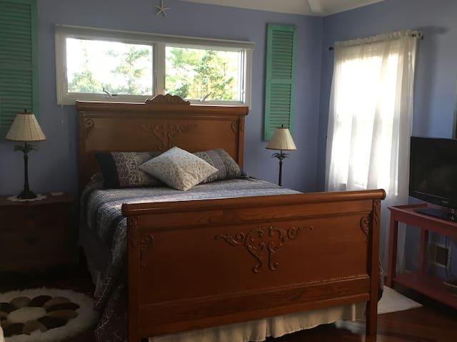 SEAsons Greetings! Private Room #1   Beach + Bay