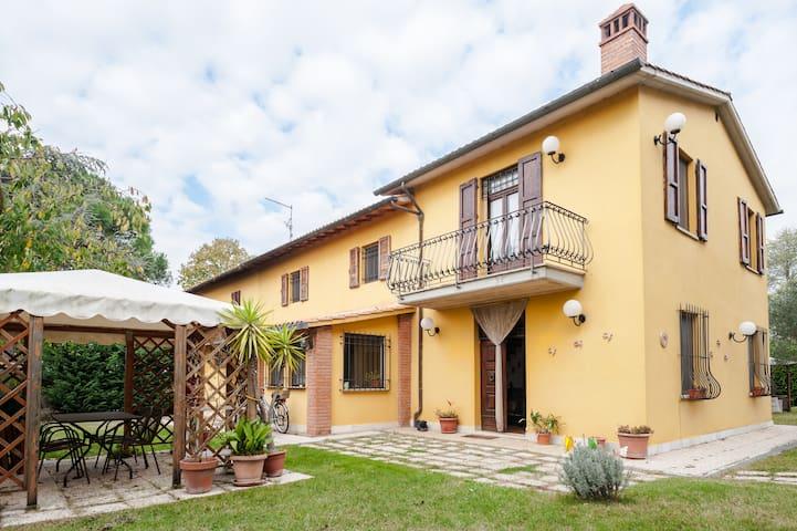 appartamento con grande giardino - Castiglion Fiorentino - Wohnung