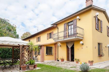 appartamento con grande giardino - Castiglion Fiorentino - Apartment
