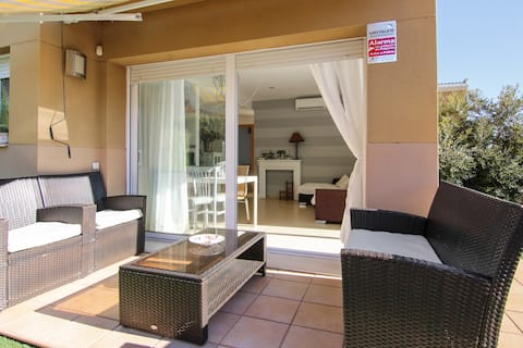House with pools, jacuzzis and 5min to the beach
