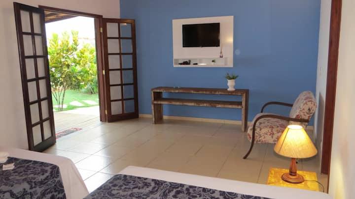 Suite N6  com varanda,ar cond,coz. compartilhada.