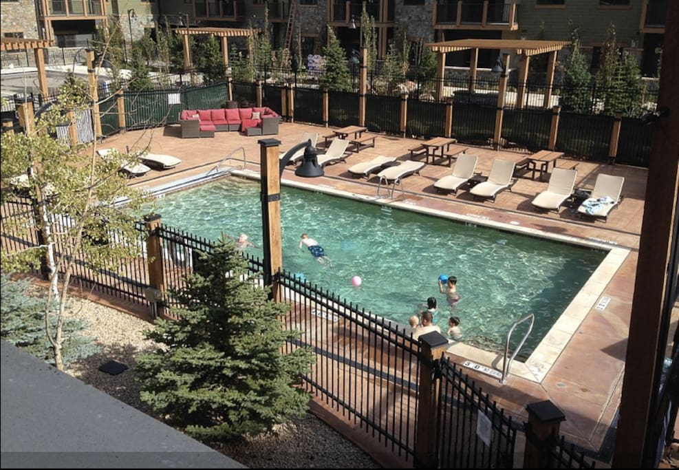 Pool and hottub on site