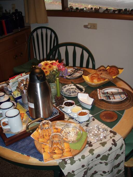 Guests really enjoy our deluxe continental breakfast