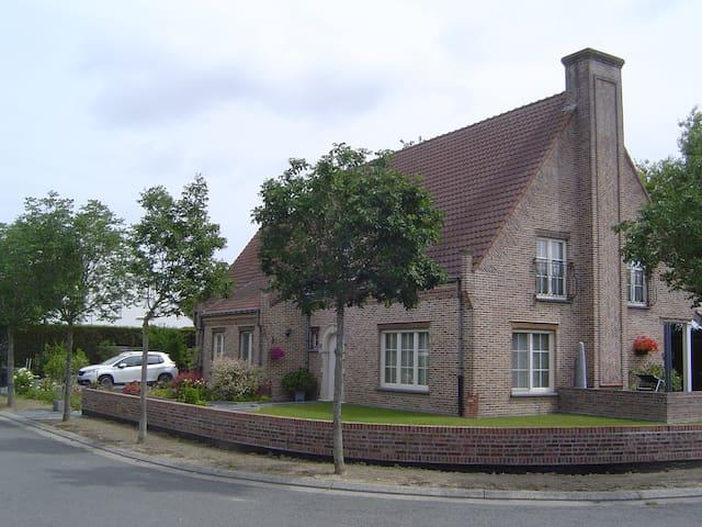 rustig gelegen villa appartementje te Knokke-Heist
