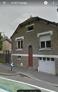 Jolie maison de pierre proche gare Rennes SUD - 雷恩