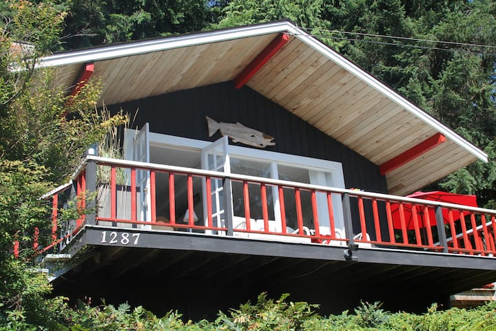 Cottage Retreat -- Ocean/Mtn Views