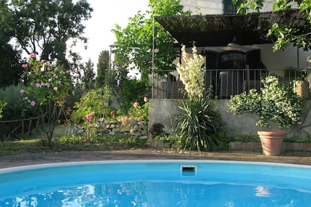 Villa with Pool near Florence, relax and quietness - Calenzano - 独立屋