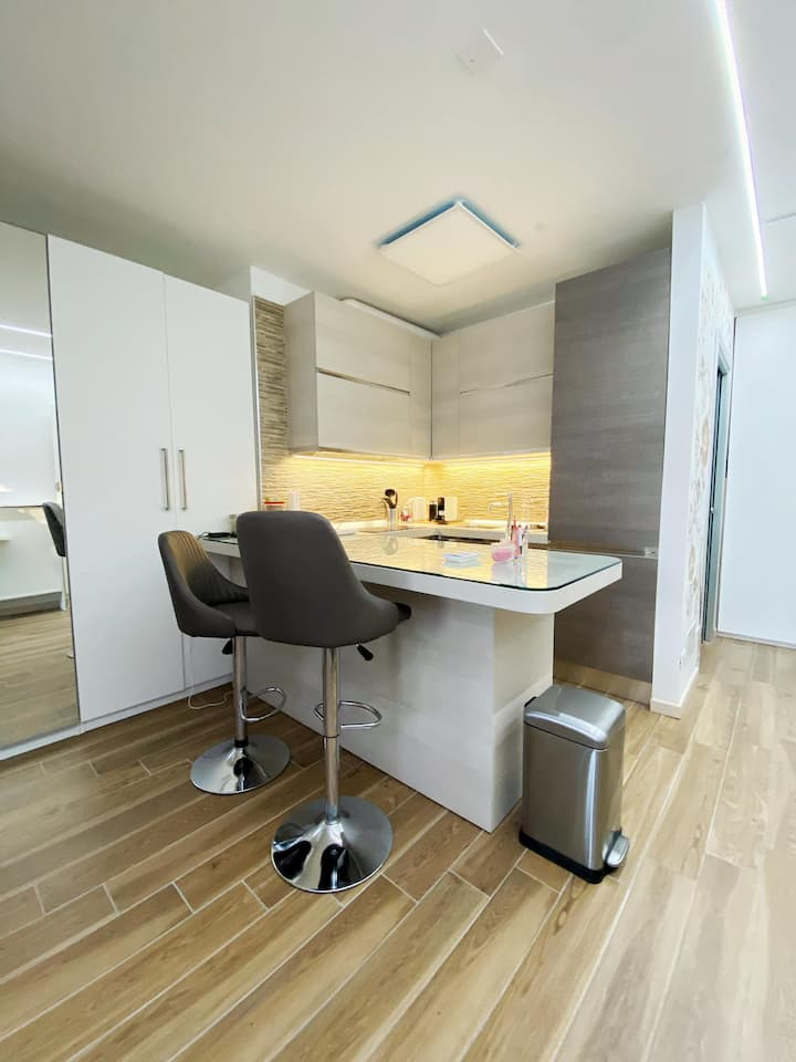 Modern and tranquil studio apartment for 3 guests