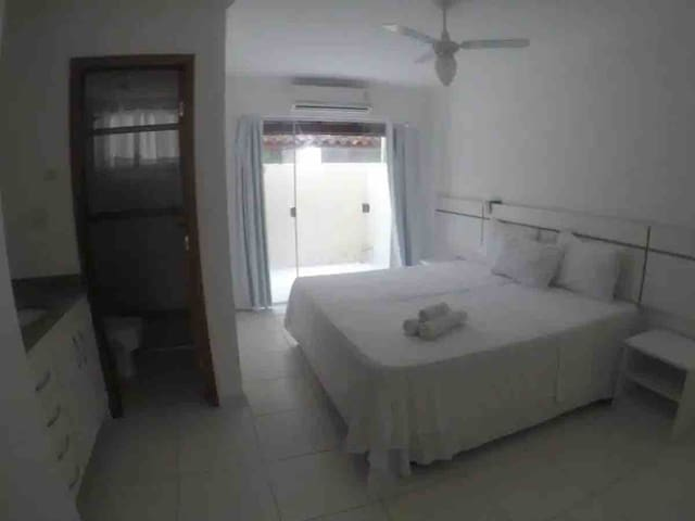 Foto do Quarto com cama box queen + 2 camas auxiliareis de solteiro