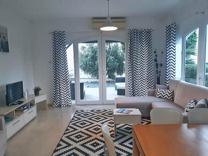 Stunning 3 bedroom apartment: garden and beach!