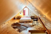 Cozy attic loft with full size bed and lots of natural light