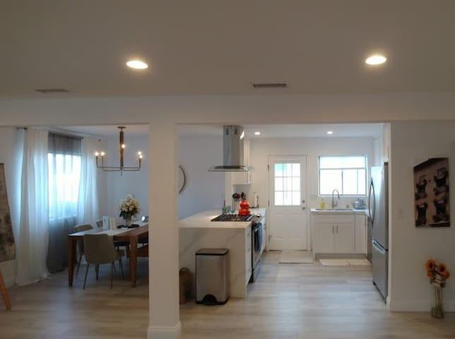 Room close to Hermosa, Manhattan & Redondo Beaches
