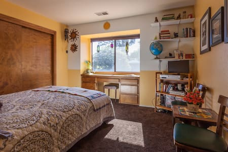 Sunny Cat Friendly Room in Solar home - WELCOME! - Baywood-Los Osos - Kondominium