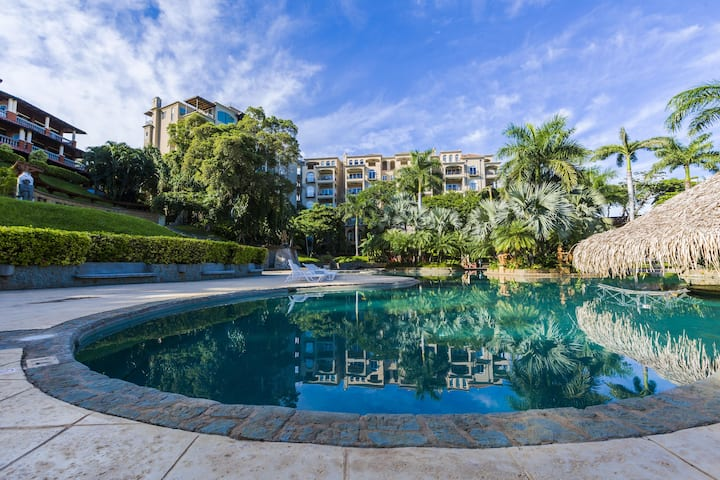 Luxury 2 BR Condo at the Diria Resort, walk to Tamarindo Beach! (Matapalo #202)