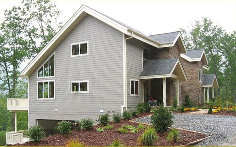 4 Bedroom with Mountain Views - Burnsville - House
