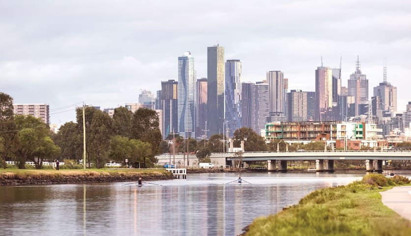 near Melbourne CBD+Train+Tram+Bus+FreeCarpark近墨市中心