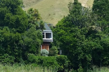 Tui Tree House - Cable Bay