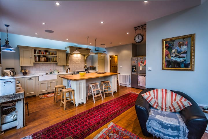 London's Best 5 Bedroom Family Home - Kingston upon Thames - House