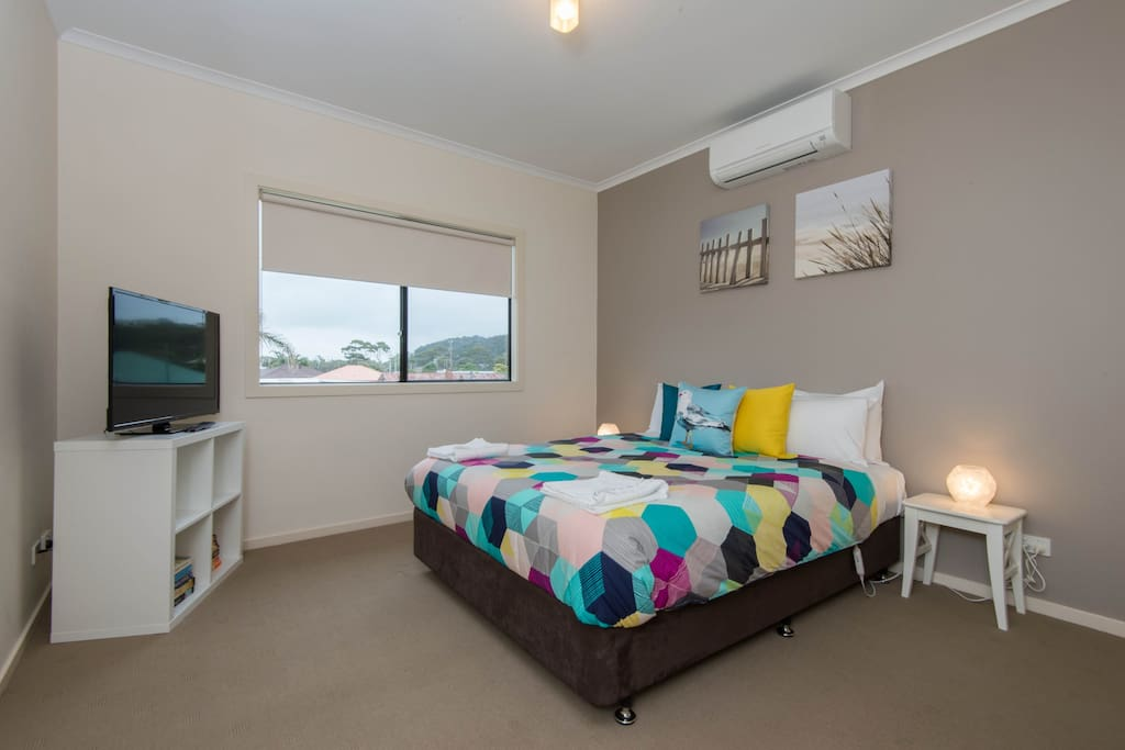 Main Queen Bedroom with flat screen TV/DVD player and Ensuite