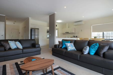 Stylish and Spacious Apartment  - Lakes Entrance - Lakás