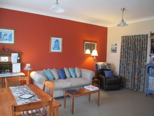 Cornwall Cottage B&B - Cambridge - Talo