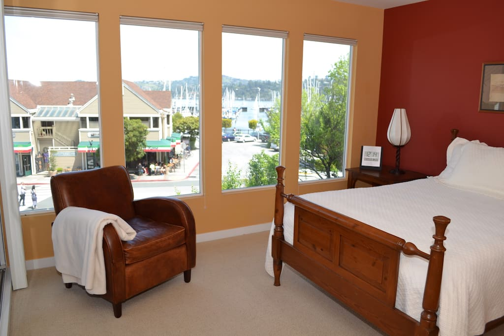 MASTER WITH MARINA VIEW, WALK-IN CLOSET AND PRIVATE BALCONY (SLEEPS UP TO 3)