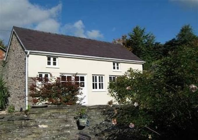 Charming Cottage at Ty Gwyn, Crickhowell