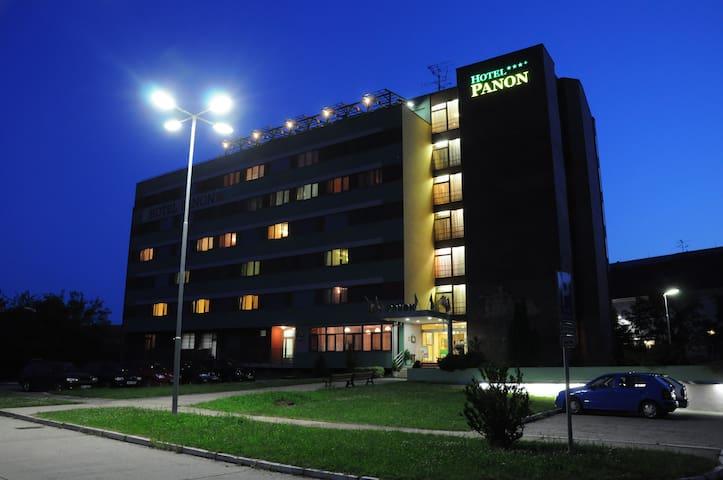Hotel Panon Apartman Suite SAUNA - Hodonín - Pousada