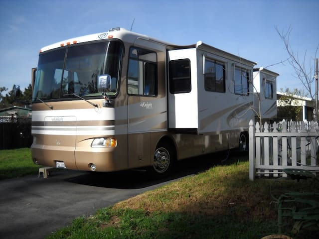 Luxury Motor home in Royal Oaks
