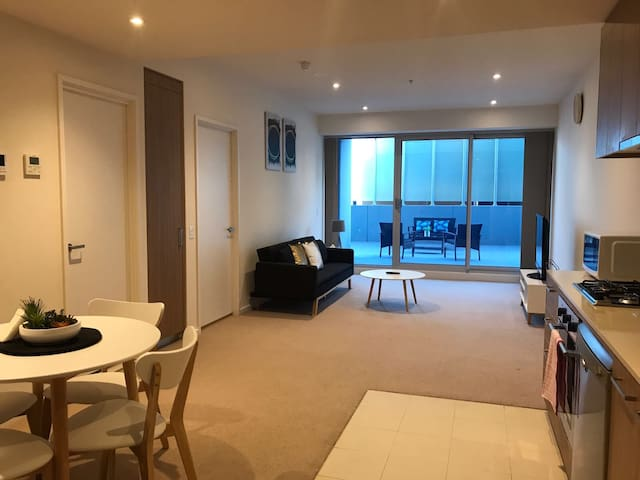 Stunning CBD 1BR Apartment With a Balcony - V213