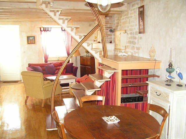 Maison T3 bien placée et pleine de charme - La Flotte - Huis