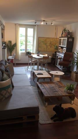 """Chambre """"Vintage"""" au pied du château !"""