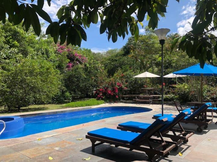 Casa Tropical Paradisíaca, Villeta, condominio