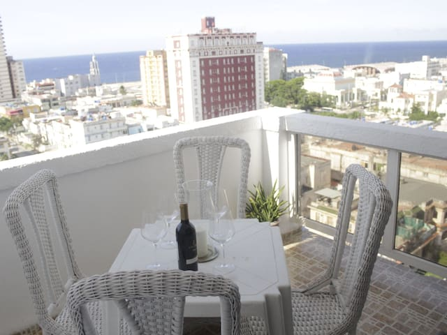 Luxury apartment with ocean view near the malecon