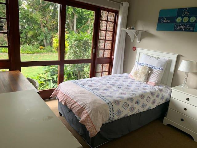 Bedroom 3 - 1 single