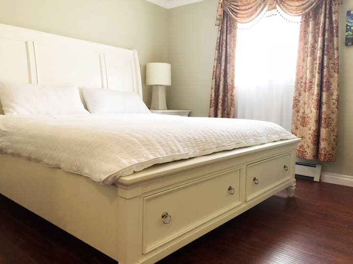 Jane's beautiful king size bedroom-long stay on