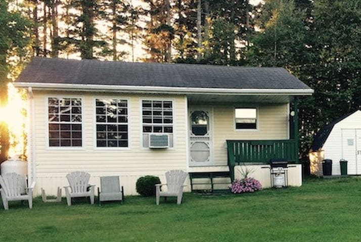 River's Edge Cottage Oasis - New Glasgow - Kabin