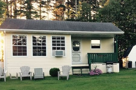 River's Edge Cottage Oasis - New Glasgow - Stuga