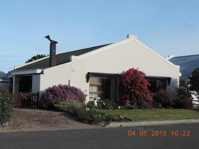 Charming Hermanus(Onrus) House
