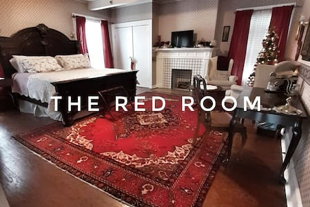 The Charlotte Bed&Breakfast - #2 Red Room