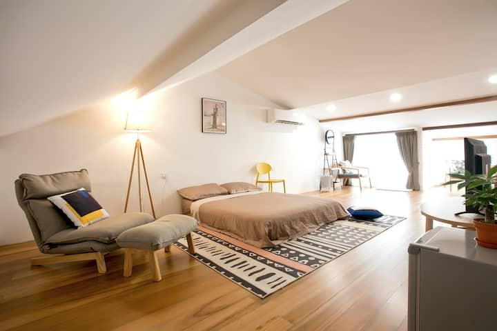 Charming Suite|Gurney|Private Balcony+Bathroom