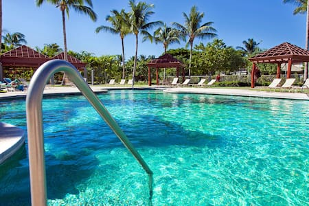 Kama'aina Discounts Through Sept! Pool/beach club!